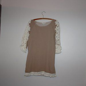 Umgee Women's Blouse Lacy Sleeves Tan/Ivory Small